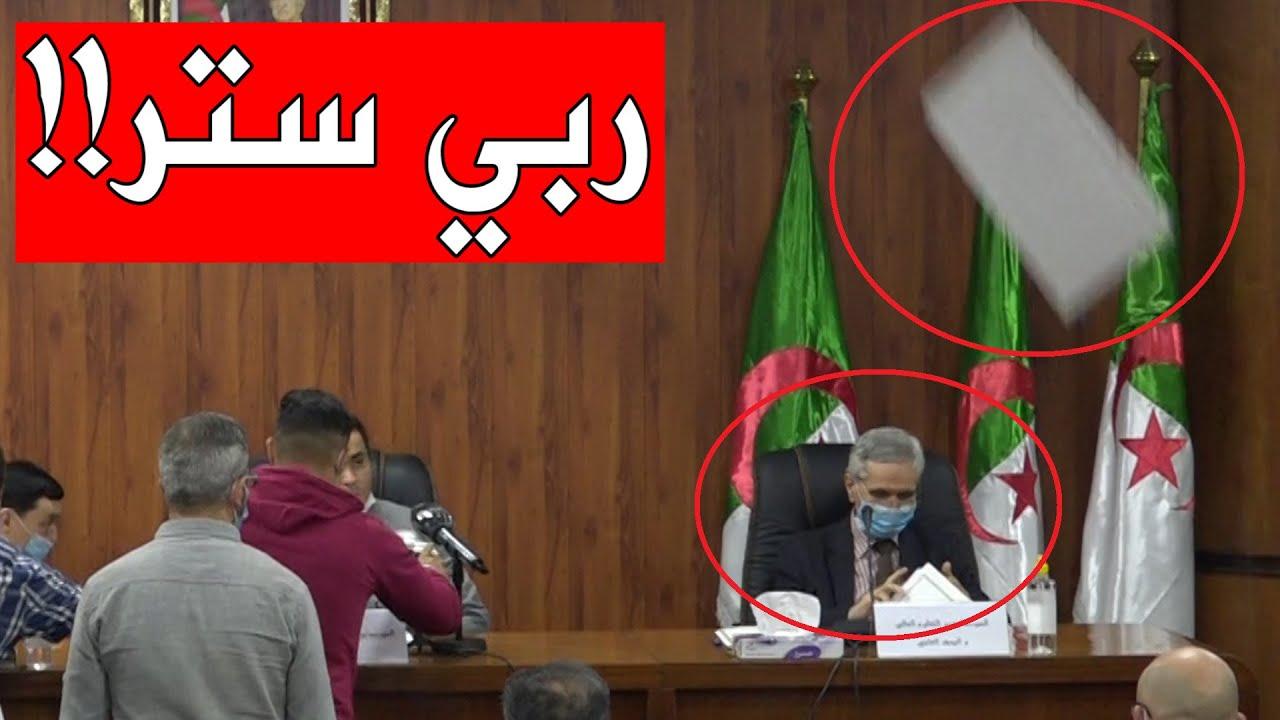 شاهدوا لحظة سقوط جزء من السقف على وزير التعليم العالي شمس الدين شيتور!!
