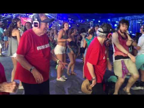Seniors dance at silent disco