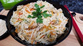 Салат из фунчозы с курицей и овощами
