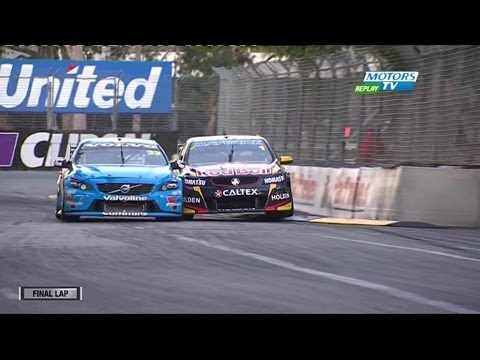 2014 V8Supercars Clipsal 500 Race 2 Finish - Scott McLaughlin vs Jamie Whincup
