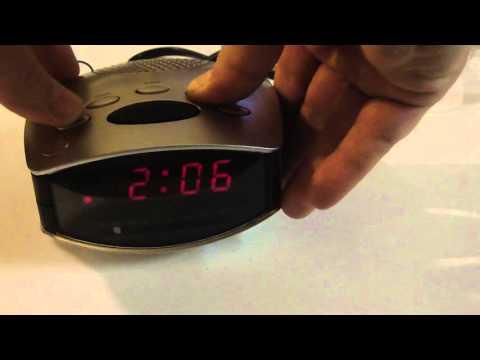 Durabrand CR-502 AM / FM Alarm Clock Radio