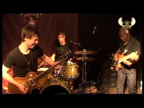 Laurence Jones - Thunder in the Sky - Live at Bluesmoose Café