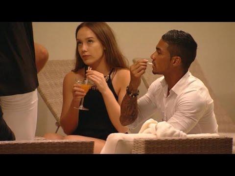 Heeft Lisa stiekem een oogje op verleider Karim?  - TEMPTATION ISLAND