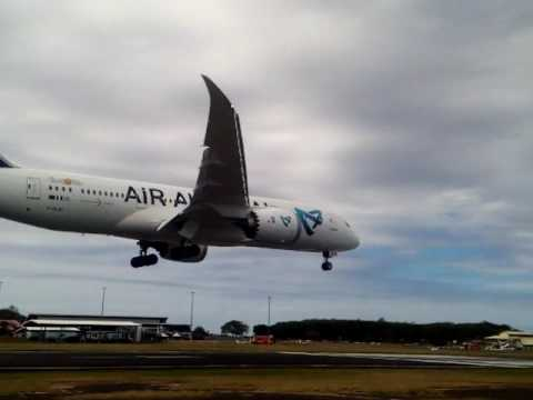 Air Austral Boeing 787-8 F-OLRC First Landing at Dzaoudzi (Mayotte)