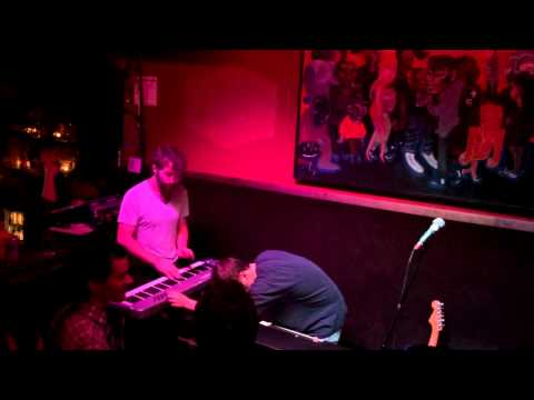Vulfpeck - It Gets Funkier » I Wish - 2014-09-22 Tonic Room, Chicago, IL mp3