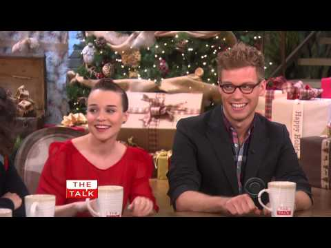 Renee Felice Smith and Barrett Foa on The Talk