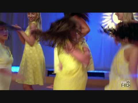 Glee - Girls mash-up Halo / Walking on Sunshine