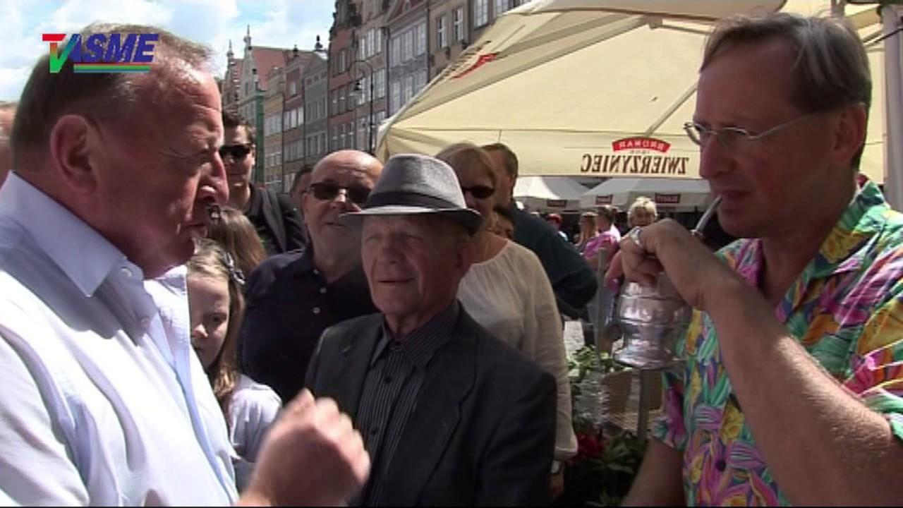 Stanisław Michalkiewicz przypadkiem z kamerzystami obok Wojtka Cejrowskiego na Jarmarku w Gdańsku