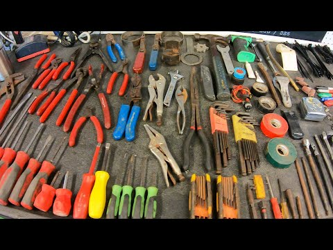 What Tools A PROFESSIONAL Mechanic CARRIES!