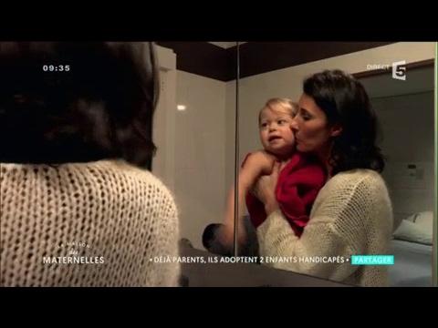 d j parents ils adoptent deux enfants handicap s la maison des maternelles youtube. Black Bedroom Furniture Sets. Home Design Ideas