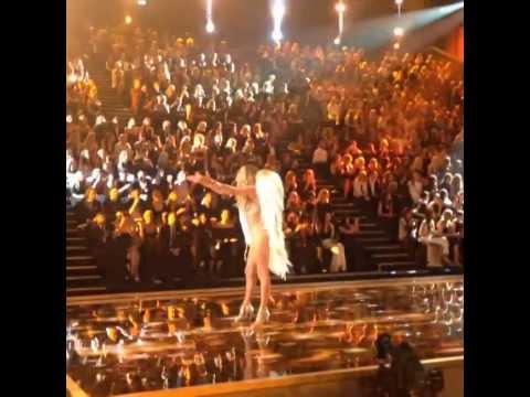 Doutzen Kroes Victoria's Secret Fashion Show 2014