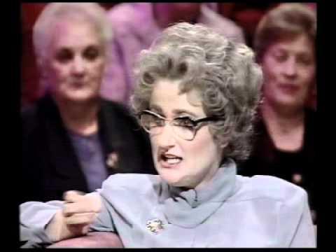 Mrs Merton - Carry On star Barbara Windsor interview (1995)