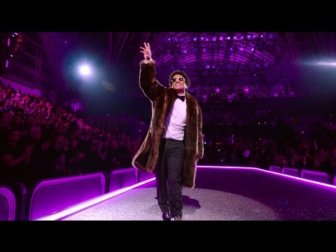 Видео: Bruno Mars - Chunky Victorias Secret 2016 Fashion Show Performance