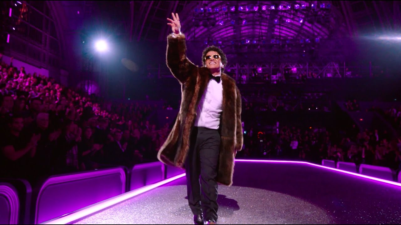 bruno-mars-chunky-victorias-secret-2016-fashion-show-performance-bruno-mars