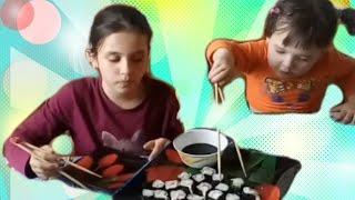 ВЛОГ:Кушаем суши/Ужин роллы/Дети кушают суши/Роллы в домашних условиях/Мама и дети/Дети и родители