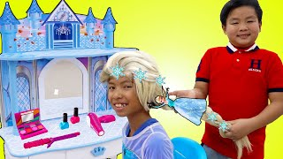 Wendy Does her Makeup and Dress Up like Elsa | Funny Story for Kids with Toys