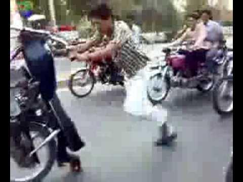 Video Clip bốc đầu xe kiểu Pakistan .flv