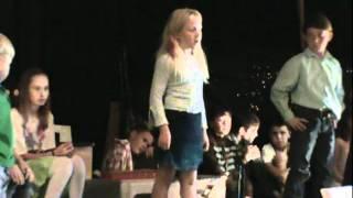 Baixar Julie Performs Her Own Song at Pine Creek School Graduation 2012