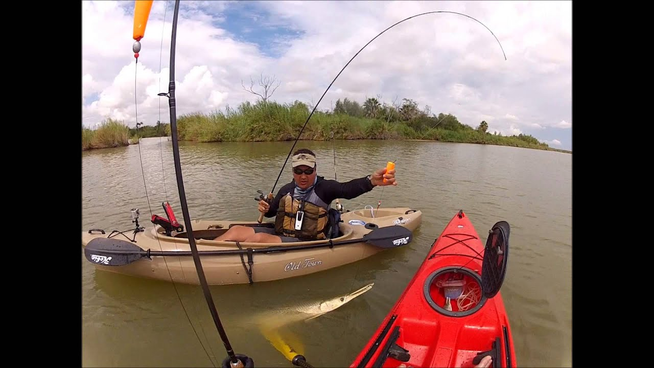 Kayak fishing for alligator gar rio bravo youtube for Canoe vs kayak fishing