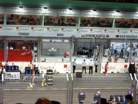 Singapore F1 Grand Prix Teams Getting Into Position