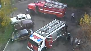 Очевидец снимает видео — Пожар в городе Орле — Мужчина избивает пожарную машину ногой — город Орёл(Очевидец снимает видео — Пожар в городе Орле — Мужчина избивает пожарную машину ногой — город Орёл 2011 год., 2016-03-15T18:15:27.000Z)