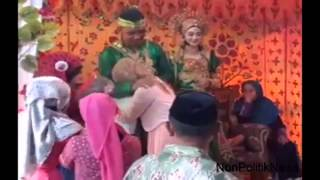 Video VIDEO RISNA MENGHADIRI PERNIKAHAN RAIS KEKASIHNYA download MP3, 3GP, MP4, WEBM, AVI, FLV Desember 2017