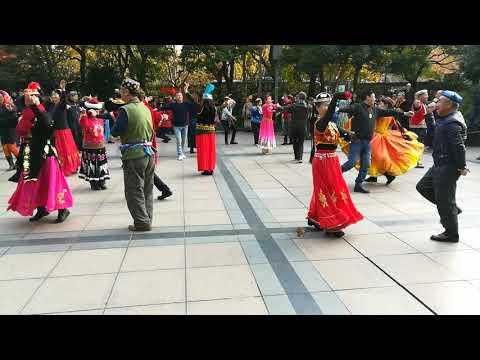 People dancing in Shanghai's People's park - Part 01