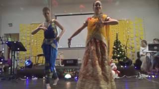 брат и сестра танцуют индийский шедевр
