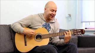 Стэн Полозов играет на гитаре