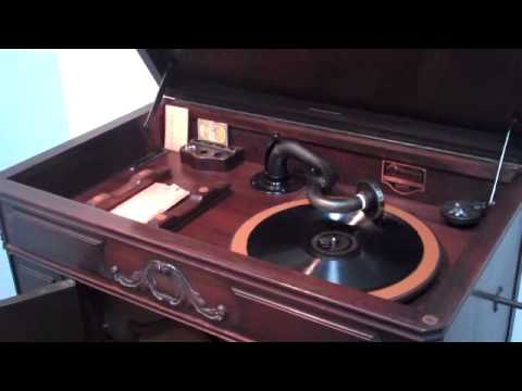 Al Bowlly. Midnight, the stars and you. record 24700, Victor scroll.