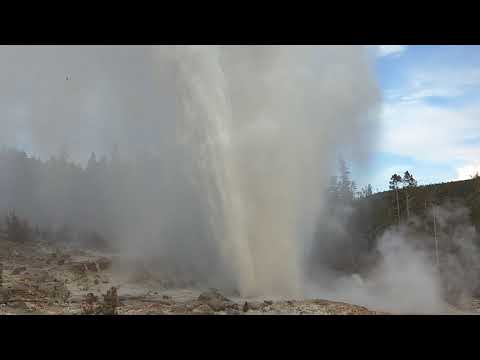 Steamboat Geyser (Yellowstone National Park) - Biggest eruption of all time.