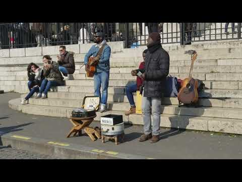 Musicians in front of Sacre Coeur