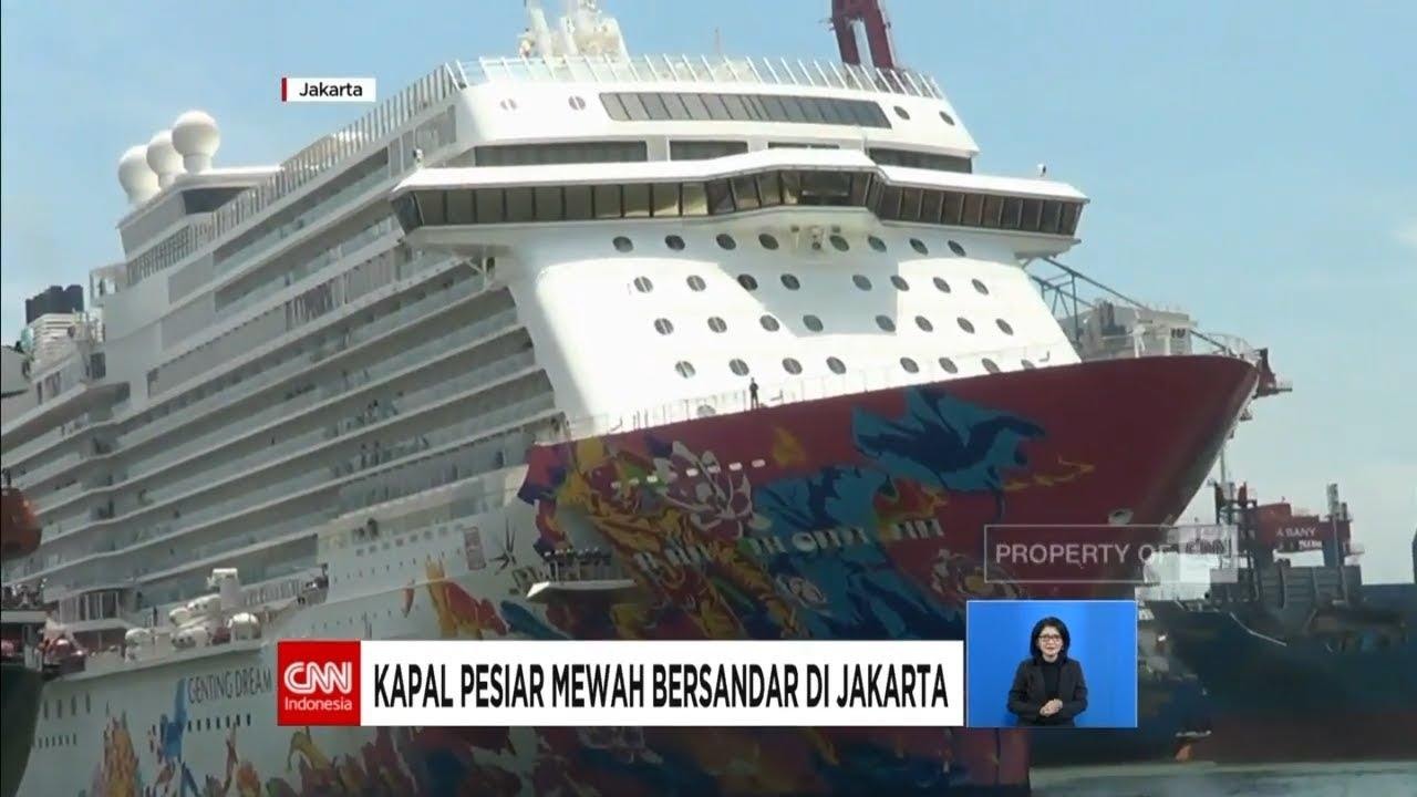 Kapal Pesiar Mewah Bersandar Di Jakarta