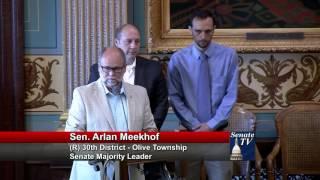 Sen. Meekhof speaks in support of SR 187 proclaiming AVM Awareness Week