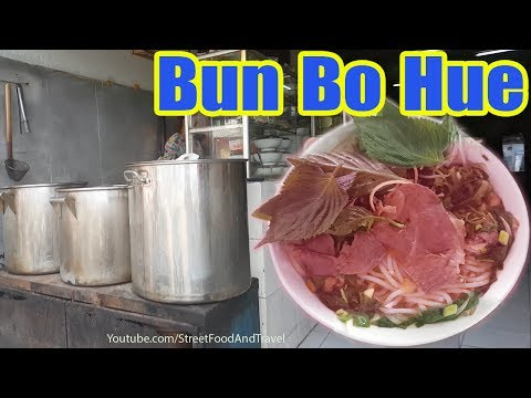 Vietnam Street Food 2017 Vietnamese Spicy Beef Noodle Soup | BUN BO HUE