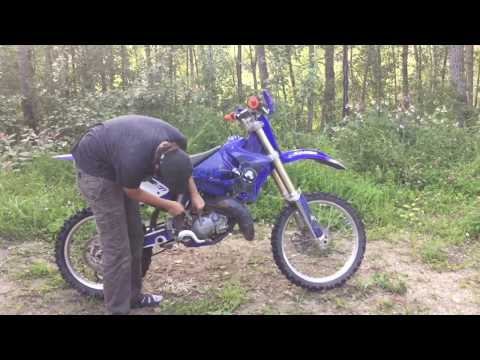 How to do an Oil Change on a Two Stroke Dirt Bike // 2004 YZ125