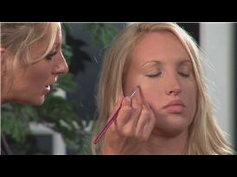 Concealer Makeup Tips : How to Pick Out a Good Con...