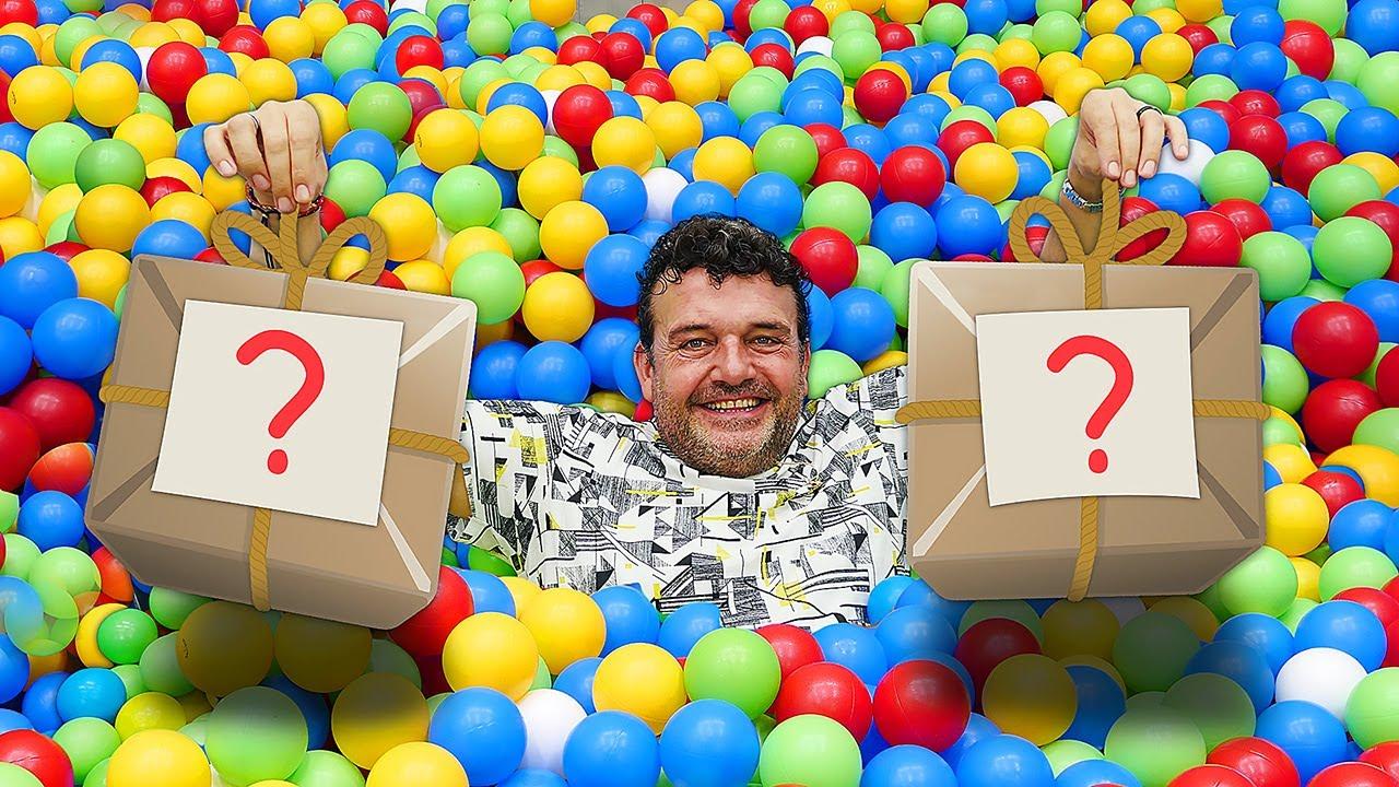 ¿Qué hay en las cajas? Ben 10 juguetes de Rusty Rivets en español. Vídeos de juguetes para niños.