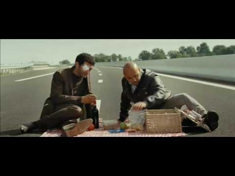 ne pas changer une roue de voiture sur la voie centrale d 39 une autoroute kazakhstan vid o. Black Bedroom Furniture Sets. Home Design Ideas