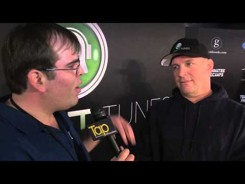 Garth Brooks on Eau Claire corn maze, playing Milwaukee and more