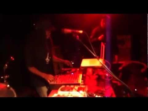 Dj Verse@ille LIVE Moombahton Remix alongside Chinese MC