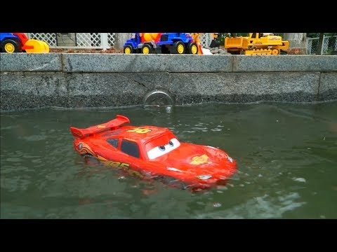 Learn Colors on Excavator with Racing Lightning McQueen Fall into Pool w/ Crane Rescue Ships Kid Toy