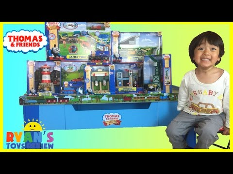 Thomas and Friends Wooden Railway Grow With Me Play Table toy trains for kids