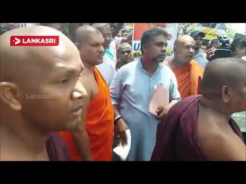 Ban Ki moon arrives in Colombo : The siege of the UN Office of the monks
