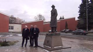 Челябинск памятник Ахмерову Исхаку Абдуловичу