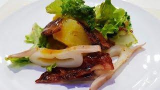 Экзотический салат с маракуйей и кальмаром.