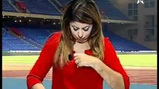 مذيعة عربية تظهر صدرها عاريا علي الهــواء