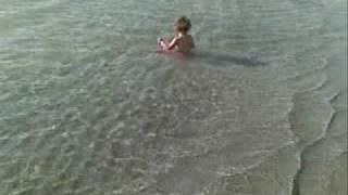 אמדורסקי- שיר לשירה בהופעה- ליה בת הים הקטנה