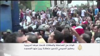 غضب مصري بعد استخدام مجسم لمسجد هدفا للرماية