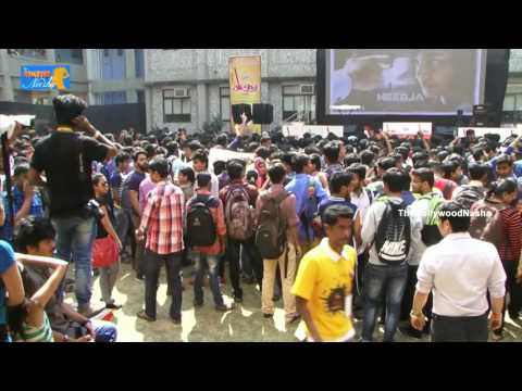 Crazy Student Crowd at the Sonam Kapoor